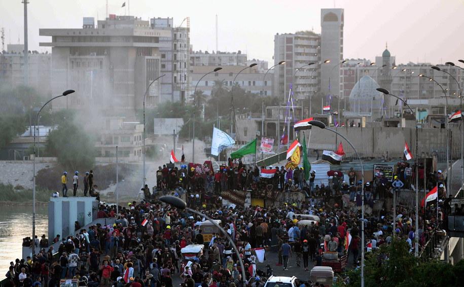 Protestujący zajęli most /MURTAJA LATEEF /PAP/EPA