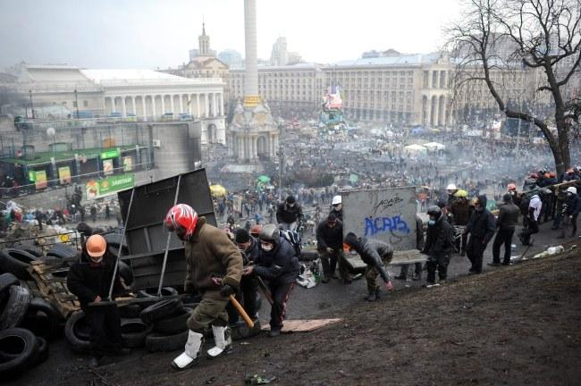 Protestującym udało się odbić całe terytorium Majdanu zajęte dwa dni temu przez milicję /ALEXEY FURMAN /PAP/EPA