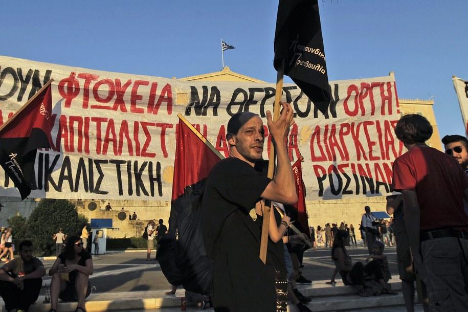 Protesty Greków przeciwko zaciskaniu pasa /ORESTIS PANAGIOTOU /PAP/EPA