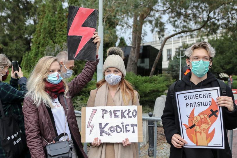 Protesty kobiet przed Trybunałem Konstytucyjnym; zdj. ilustracyjne /Tomasz Jastrzebowski/REPORTER /Reporter