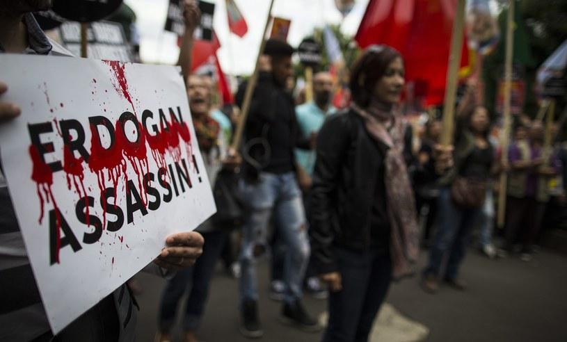 Protesty Kurdów w Paryżu /PAP/EPA