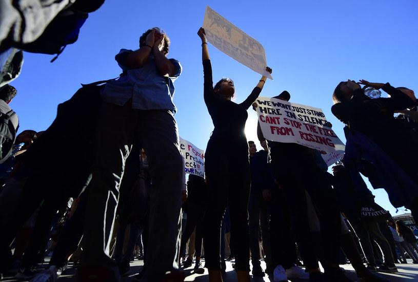Protesty młodzieży szkolnej przeciw wyborowi Donalda Trumpa /AFP