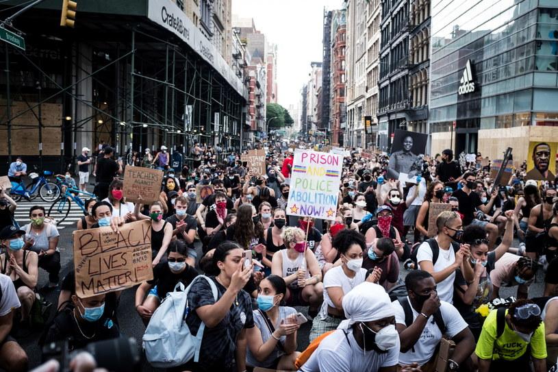 Protesty na ulicach Manhattanu /ALBA VIGARAY /PAP/EPA