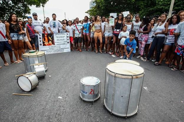 Protesty po śmierci 30-letniego Douglasa Rafaela da Silva Pereira, tancerza jednego z programów telewizyjnych /Antonio Lacerda /PAP/EPA