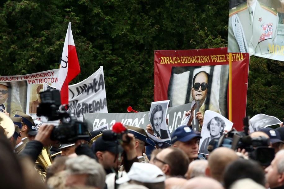 Protesty podczas uroczystości pogrzebowych generała Wojciecha Jaruzelskiego /Tomasz Gzell /PAP