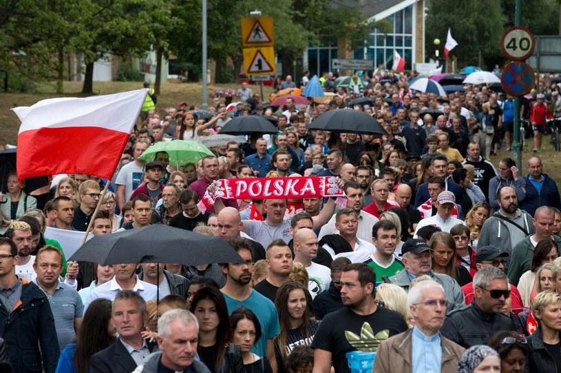 Protesty polskiej społeczności w Harlow po śmiertelnym pobiciu Polaka /AFP