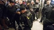 Protesty przeciw pornografii we wrocławskim teatrze. Policja zatrzymała 20 osób