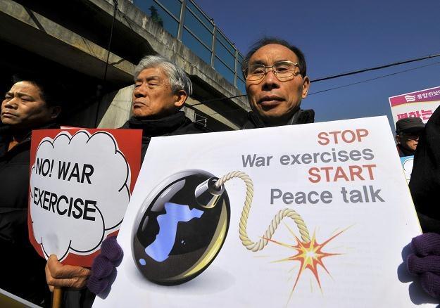 Protesty przeciwników manewrów /AFP