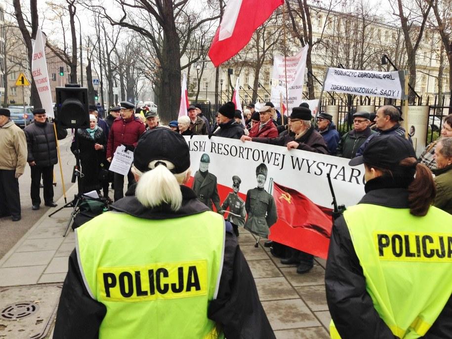 Protesty przed TK /Romuald Kłosowski  /RMF FM