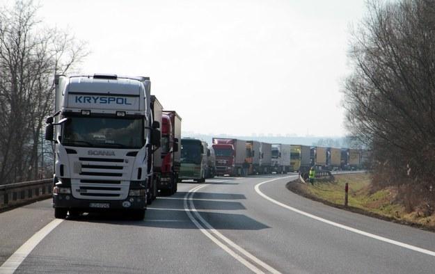 Protesty przewoźników odbędą się w ciągu dnia w kilkunastu miejscach w kraju /Piotr Jędzura /Reporter