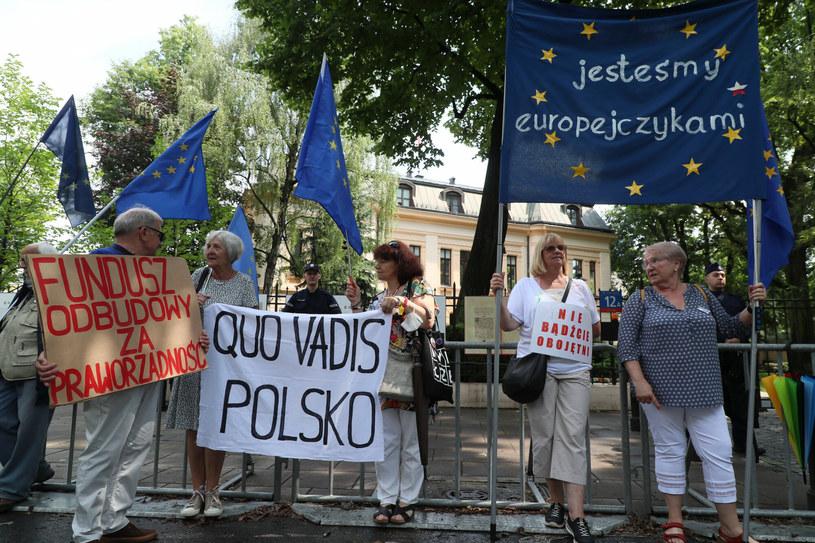 Protesty przez Trybunałem Konstytucyjnym /Piotr Molecki /East News