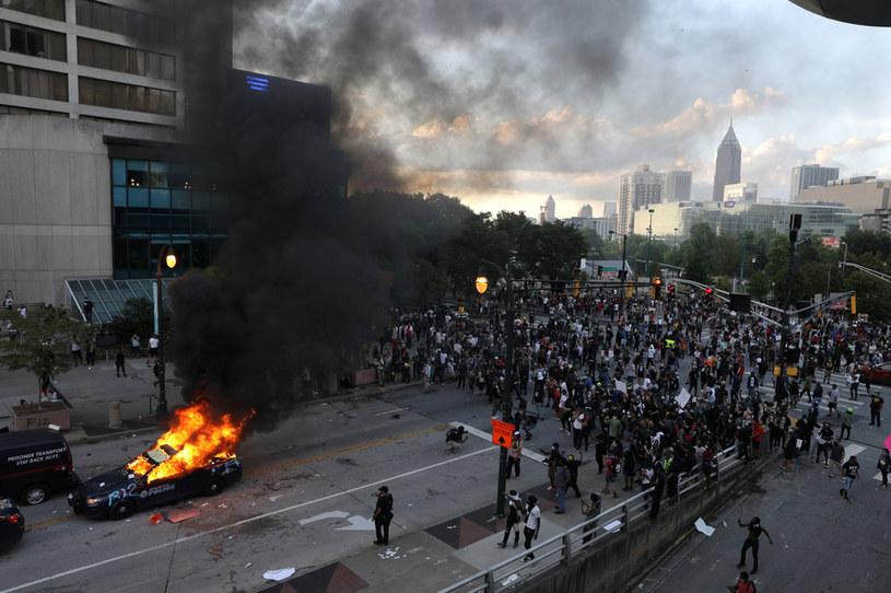 Protesty rozlewają się na coraz więcej amerykańskich miast. Na zdjęciu zamieszki w Atlancie /DUSTIN CHAMBERS/Reuters /Agencja FORUM