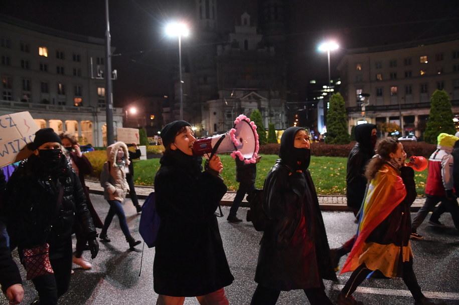 Protesty Strajku Kobiet wobec decyzji Trybunału Konstytucyjnego ws. aborcji trwają w Polsce od końca października / Radek Pietruszka   /PAP