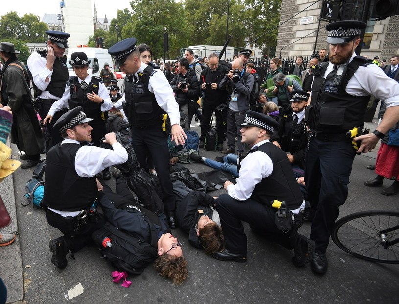 Protesty w obronie klimatu zorganizowane w Londynie przez Extinction Rebellion /FACUNDO ARRIZABALAGA /PAP/EPA