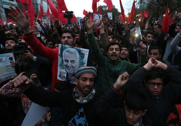 Protesty w Pakistanie po śmierci Sulejmaniego /RAHAT DAR  /PAP/EPA