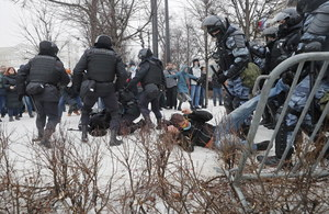 Protesty w Rosji. Kreml: Uczestniczy w nich mniej ludzi, niż głosuje na Putina