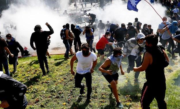 Protesty w Santiago /ESTEBAN GARAY /PAP/EPA