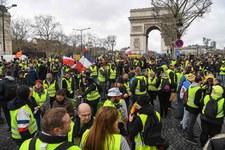 Protesty we Francji. Policja użyła armatek wodnych i gazu łzawiącego