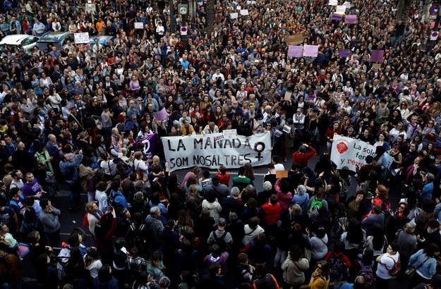 Protesty zgromadziły tysiące osób /PAP/EPA/KAI FOERSTERLING /PAP/EPA