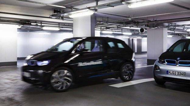 Prototyp BMW i3 z systemem autonomicznego parkowania /BMW