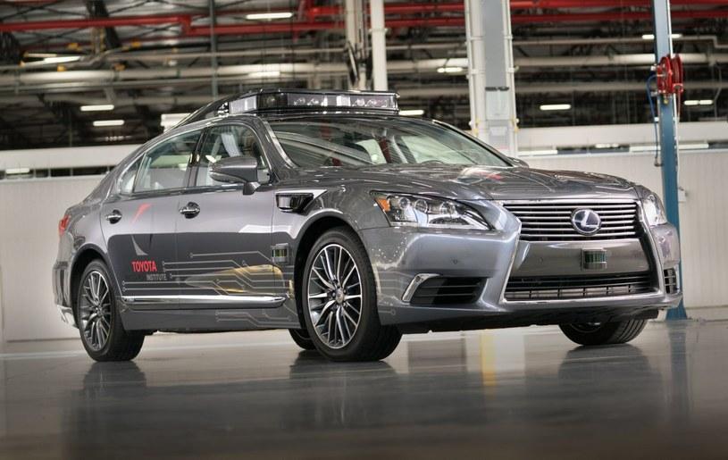 Prototyp powstał na bazie nowego Lexusa LS /materiały prasowe