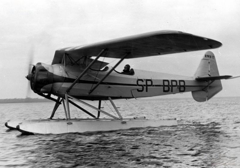Prototyp RWD-17W. Trzy tego typu samoloty miały się znaleźć na wyposażeniu Rzecznej Eskadry Lotniczej w 1939 roku /Wikimedia Commons /materiały prasowe