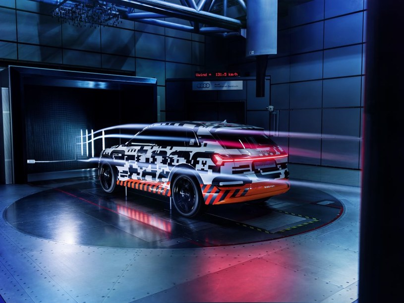 Prototypowe Audi e-tron /