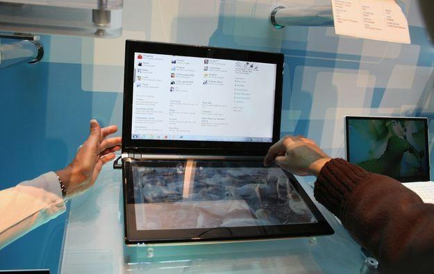 Prototypowy notebooka Acera z podwójnym ekranem - sprzęt zaprezentowano na targach CES w Vegas /AFP
