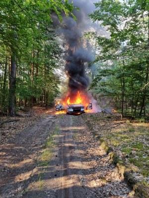 Prowadził pijany, bez prawa jazdy, OC. Gdy uciekał przed policją, zapalił się jego samochód
