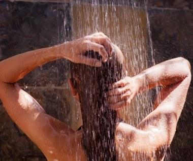 Prysznic rano czy wieczorem? Sprawdź, którą porę wybrać