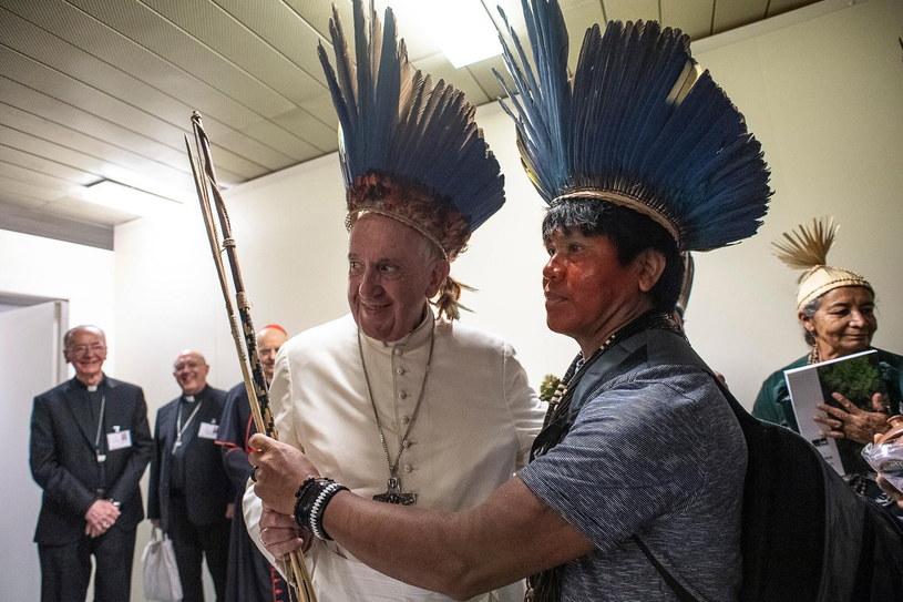 Prywatna audiencja amazońskiej społeczności u papieża Franciszka /VATICAN MEDIA HANDOUT /PAP/EPA