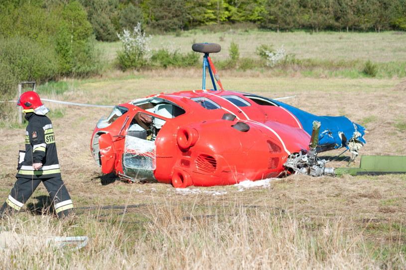 Prywatny śmigłowiec Mi-2 z siedmioma osobami na pokładzie rozbił się 1 maja we wsi Czysta. /Jan Dzban /PAP