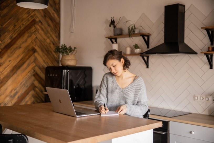Przebranżowienie lub zmiana zawodu to proces wymagający od nas sporej ilości czasu i zaangażowania /materiały promocyjne