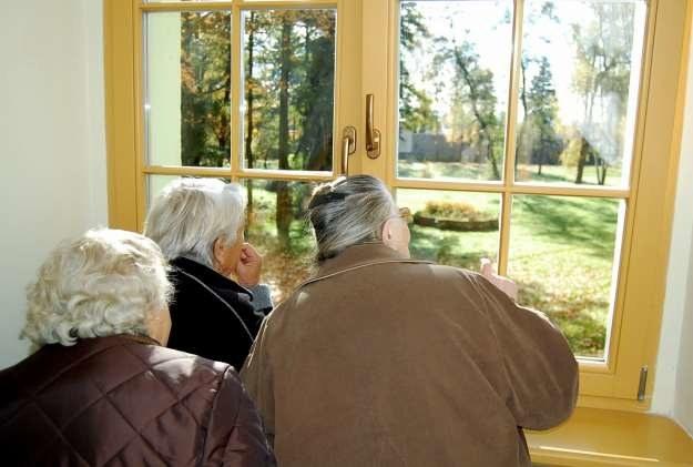 Przebywające w obozie kobiety zapamiętały, że z tego okna roztaczał się widok na klasztorny ogród /Fotografie ze zb. autora i sióstr benedyktynek z Krzeszowa /Odkrywca