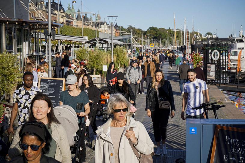 Przechodnie w Sztokholmie, zdjęcie z połowy września 2020 /JONATHAN NACKSTRAND/AFP /AFP