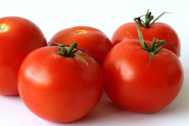 Przechowywanie pomidorów w lodówce /© Photogenica