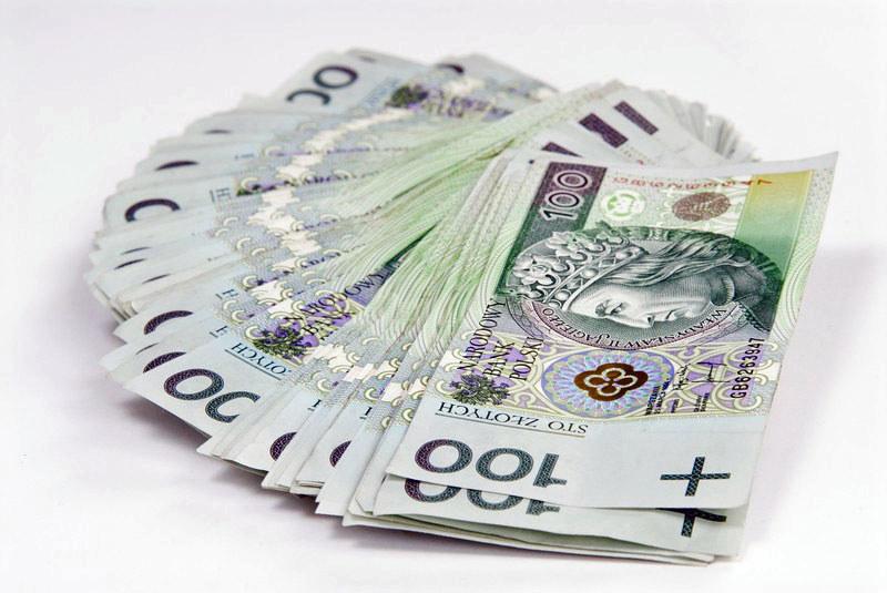 Przeciętne całkowite miesięczne wynagrodzenie brutto w służbie cywilnej wynosiło w 2013 roku 4770 zł brutto /fot. Marek Jaśkiewicz /Super Express
