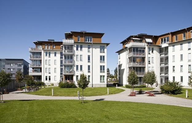 Przeciętne miesięczne wynagrodzenie pozwala na zakup jednego mkw. mieszkania tylko w 37 miastach /© Panthermedia