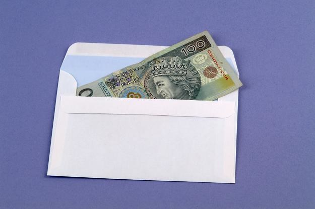 Przeciętne wynagrodzenie brutto w marcu wyniosło 3633,54 złotych /© Bauer