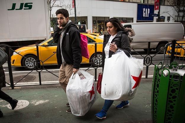 Przeciętny klient wydał w Black Friday 380,95 dolarów, fot. Andrew Burton /Getty Images/Flash Press Media