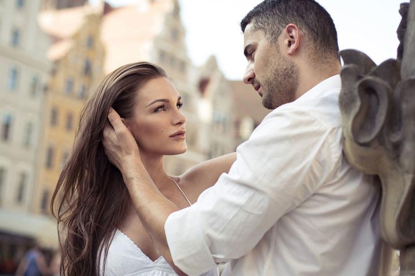 Przecież wyznanie miłości nic nie kosztuje... /123RF/PICSEL