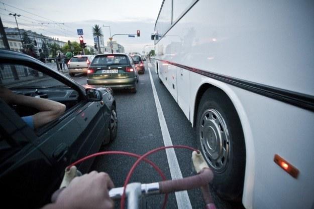 Przeciskanie między samochodami jest częste/ Fot: Krystian Maj /Reporter
