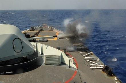 Przeciw piratom wytoczono ciężke działa. Bezskutecznie. /AFP