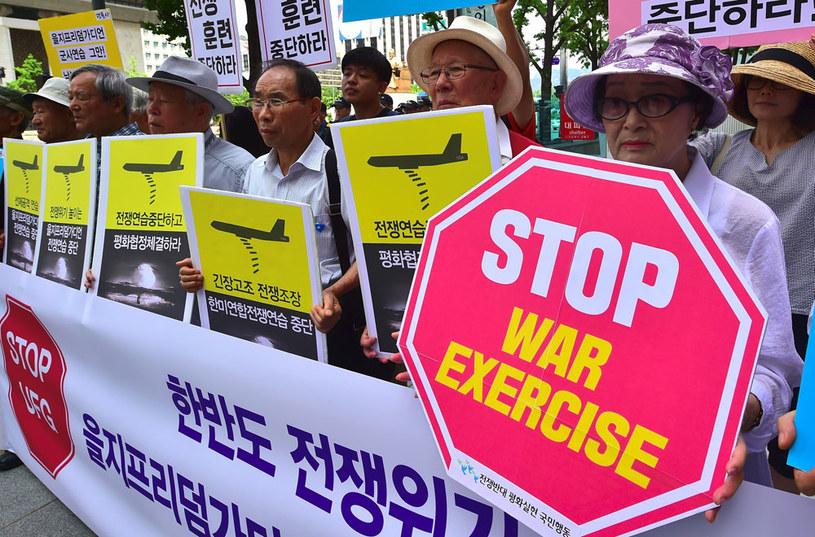 Przeciwko manewrom protestują obywatele Korei Południowej /AFP