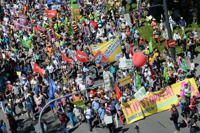 Przeciwko szczytowi protestowało ponad 30 tys. osób /SVEN HOPPE /PAP/EPA