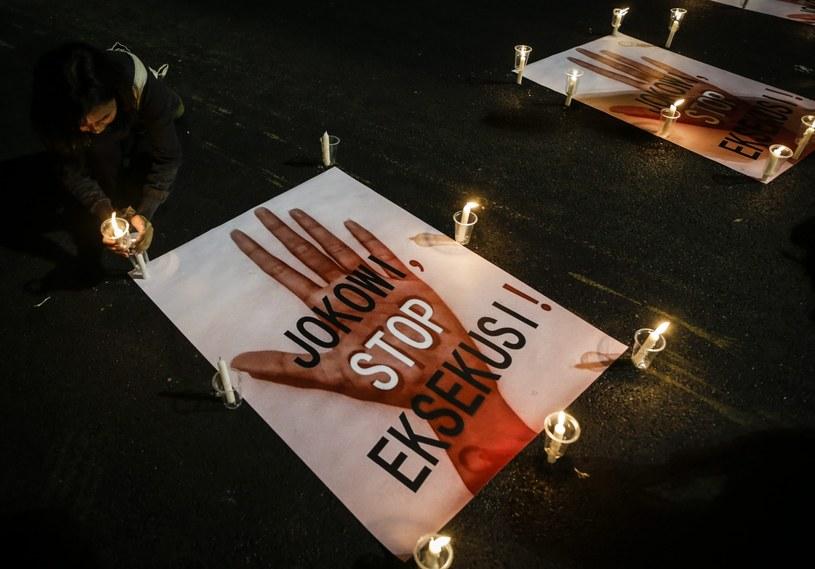 Przeciwko wykonywaniu egzekucji protesują indonezyjscy aktywiści /Mast Irham /PAP/EPA