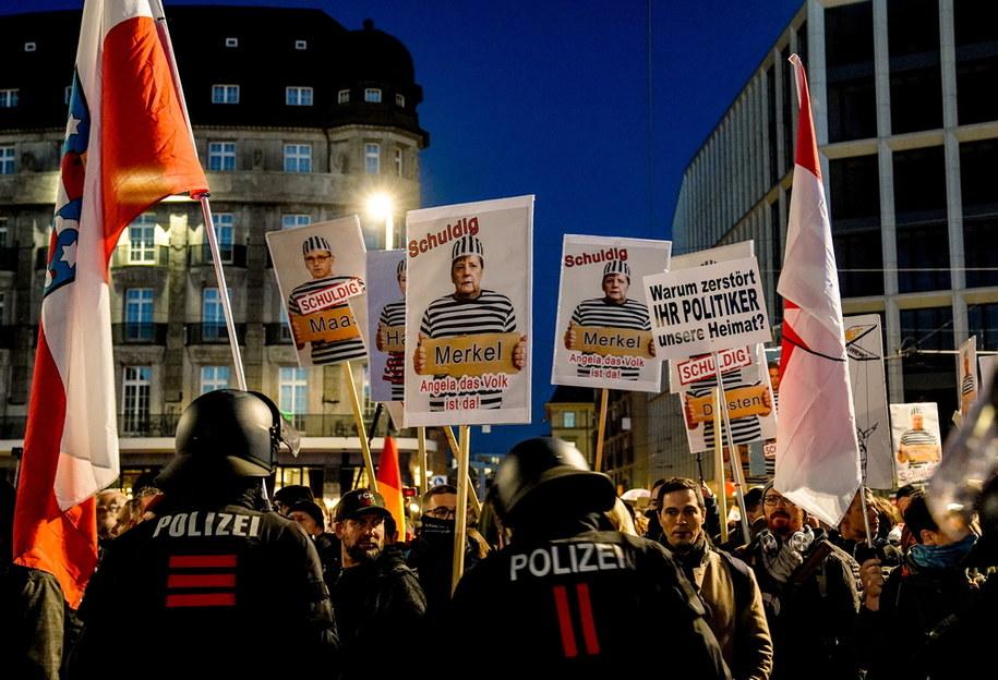 Przeciwnicy obostrzeń na proteście w Lipsku /FILIP SINGER /PAP/EPA