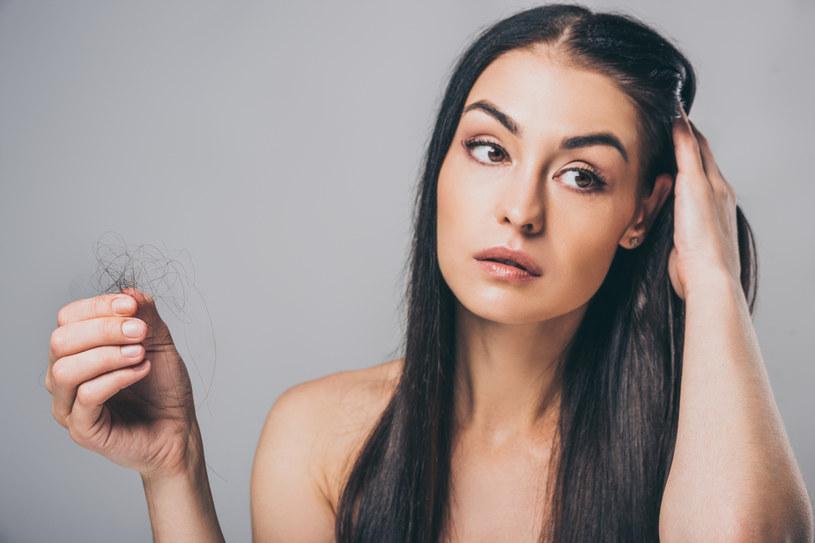 Przeciwwskazaniem do wykonania przeszczepu włosów jest przede wszystkim ciąża oraz karmienie piersią /123RF/PICSEL