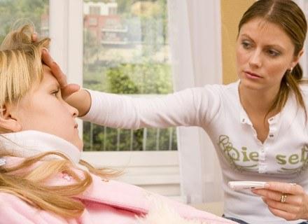 Przeczytaj jak zareagować w przypadku wysokiej gorączki u swojego dziecka