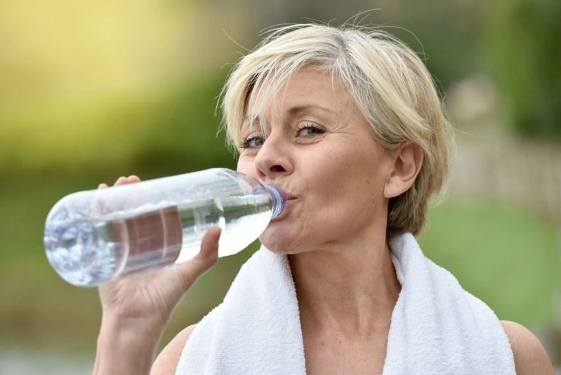 Przed badaniem trzeba wypić wodę /123RF/PICSEL